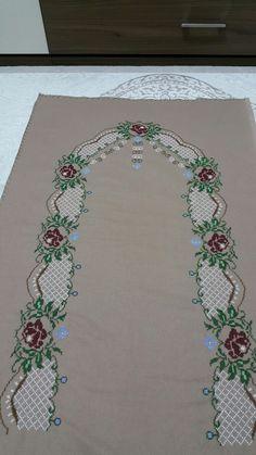 Christmas Cross, Cross Stitch, Embroidery, Home Decor, Punto Cruz Gratis, Counted Cross Stitches, Cross Stitch Embroidery, Towels, Cat Walk