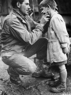 American Soldier Walton Trohon Cleaning the Face of a Young French Orphan During WWII. One of my favorite photos from WWII. Us Army Soldier, American Soldiers, Interesting History, The Victim, Orphan, Military History, World History, World War Two, Historical Photos