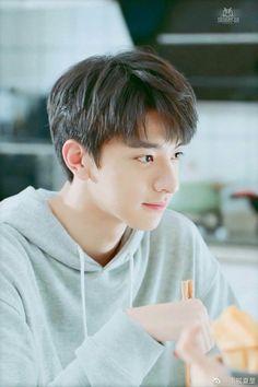 Korean Boys Ulzzang, Cute Korean Boys, Ulzzang Boy, Cute Boys, Asian Boys, Song Wei Long, Chines Drama, Cute Actors, Asian Actors