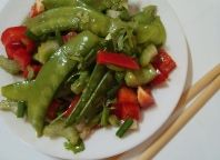 Easy Raw Food Recipe for beginners - Raw Asian-inspired Salad with sesame vinaigrette - Beginners raw food diet salad