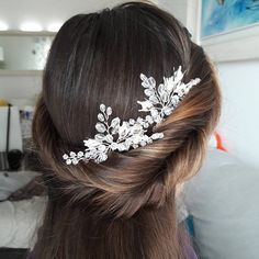 Check out this item in my Etsy shop https://www.etsy.com/listing/577906983/bridal-hair-piece-wedding-headpiece
