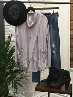 This is the perfect outfit for Saturday errands ! It send comfy and chic at the same time. #chic #smartstyle #Deals