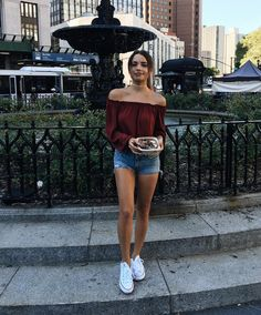 """44 mil Me gusta, 123 comentarios - Tess Christine (@tesschristinexo) en Instagram: """"It's so nice outside and I'm eating the best smoothie bowl so.. today is good// #ootd --tap for…"""""""