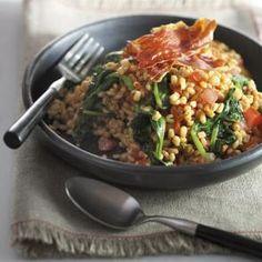 Risotto van gort met spinazie en tomaten.
