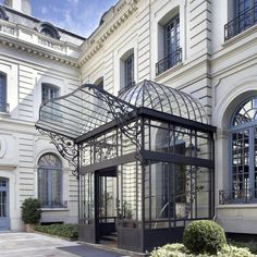 This kind of entrance awning is genuinely an extraordinary style alternative. Iron Pergola, Gazebo, Design Hotel, House Design, Sas Entree, Madrid Hotels, Hotel Canopy, Hotel Decor, Mansions Homes