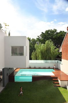 Whod take this backyard? Devoto House by Andres Remy Arquitectos Located in Villa Devoto Argentina Alejandro Peral - Architecture and Home Decor - Bedroom - Bathroom - Kitchen And Living Room Interior Design Decorating Ideas - Swimming Pool Designs, Swimming Pools, Indoor Swimming, Moderne Pools, Design Exterior, Dream Pools, Pool Houses, Style At Home, Outdoor Pool