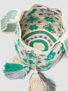 Big Wayuu Bag Green Tapestry Bag, Tapestry Crochet, Crochet World, Knit Crochet, Fabric Embellishment, Diy Tote Bag, Diy Handbag, Crochet Handbags, Green Bag