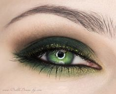 Green Make Up. This would look good on brown eyes.