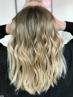 Blonde ⚡️ #balayage #hairstyle #haircolor #hairdresser