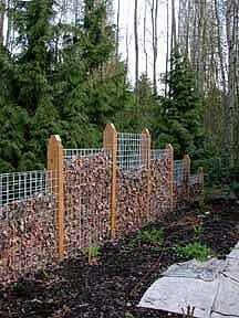 Compost fence. http://homesteadstyle.com/how-to-build-a-compost-fence/