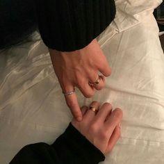 Couple ulzzang/asian/ca sal Couple Ulzzang, Ulzzang Boy, Couple Hands, Gay Couple, Cute Relationship Goals, Cute Relationships, Couple Relationship, Gay Tumblr, Rock Tumblr