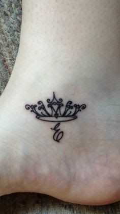 Queen mom daughter tattoos, tattoos for daughters, princess tiara tattoo, small crown tattoo Mini Tattoos, Foot Tattoos, Cute Tattoos, Body Art Tattoos, Sexy Tattoos, Tatoos, Mom Daughter Tattoos, Tattoos For Daughters, Sister Tattoos