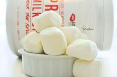 Protein Marshmallows Chef Miami | Protein Marshmallows Ingredients  1 scoop  eatmeguiltfree Vanilla Protein Powder 1 cup water 1tsp vanilla extract 5 tbs Gelatin powered Xylitol (optional)  Method   Step 1 In a stand mixer bowl, dissolve gelatin in 1/2 cup water. Set aside.  Step 2 Pour remaning 1/2 cup water into a small saucepan. Bring to boil. Remove from heat and slowly add  eatmeguiltfree Vanilla Protein Powder and stir carefully.  Step 3 Very slowly add Protein mixture to gelatin…