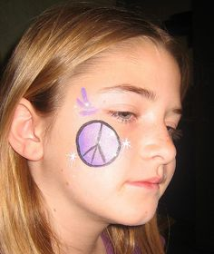 hippie makeup 249527635578745595 - face painting (I use acrylic paint) and body shimmer glitter. Could paint a flower or peace sign Source by Hippie Face Paint, Hippie Makeup, Halloween Flowers, Hippie Party, Hippie Flowers, Halloween Makeup, Halloween 2020, Halloween Ideas, Hippie Costume