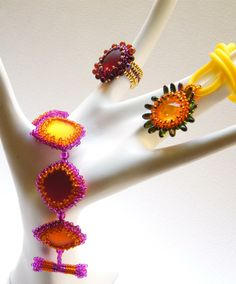 Jennifer Designs Jewellery.  she has some great free tutorials!