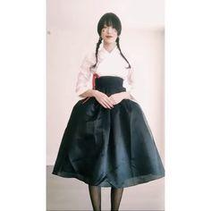 모델 #최소라 가 한복을 입고 세배를 올립니다 셀프 비디오로 촬영한 깜찍한 영상! ( @sola5532 Juyeon Woo @juyeon_woo_) _ Greetings from #SoraChoi for a happy #LunarNewYear! #新年快乐 #恭喜发财  via VOGUE KOREA MAGAZINE OFFICIAL INSTAGRAM - Fashion Campaigns  Haute Couture  Advertising  Editorial Photography  Magazine Cover Designs  Supermodels  Runway Models