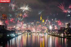 Fireworks lighting up the sky over the Main River in Frankfurt, Germany. New Year's Eve Pictures From Around the World - The New York Times New Years Eve Fireworks, Best Fireworks, New Year's Eve Celebrations, New Year Celebration, Paper Lantern Lights, Brandenburg Gate, Quezon City, Happy New Year 2020, Champs Elysees