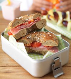 Heathy lunch box - check out the lunch box planner Real Food Recipes, Diet Recipes, Healthy Recipes, Big Meals, No Cook Meals, Healthy Lunches, Healthy Eats, Packing Lunch, Cooking Ideas