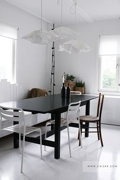 black table, white bench?