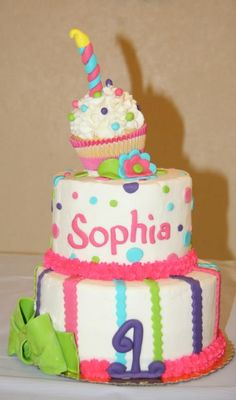 """Might do something like this for Noelle, and have the cupcake on top be her """"smash cake""""."""