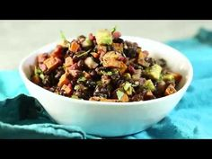 This Roasted Sweet Potato Salad with Black Beans, Pomegranate and Avocado is delicious, filling and flavorful! Perfect for a healthy side dish or light lunch! New Recipes, Whole Food Recipes, Salad Recipes, Vegan Recipes, Cooking Recipes, Favorite Recipes, Vegetarian Main Dishes, Healthy Side Dishes, Vegetarian Meals