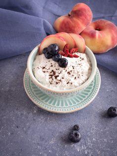 Rezept für selbst gemachten Cashew-Joghurt aus nur drei Zutaten und ohne Joghurtzubereiter. Klick dich gleich zum Rezept!