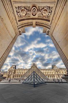 Perspectiva muy insolita del Louvre