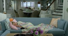 """Jane Fonda in the beach house on """"Grace and Frankie"""""""