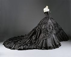John Galliano for Christian Dior Haute Couture spring/summer 1998. Met Costume Institute - reminds me of Gone with the Wind...goth style!  LOVE!