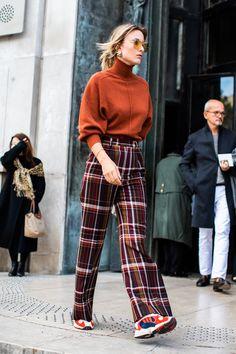 Les sneakers Yung 1 dadidas Street style à la Fashion Week de Paris printemps-été 2019 Crédit photo : Sandra Semburg Paris Fashion Week Street Style, La Fashion Week, Street Style Women, Fashion Trends, Paris Style, Casual Street Style, Fashion Lookbook, Fashion Casual, Look Fashion