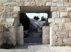 """Tanner's Gate - Jerusalem Old City Gates  The Tanners' Gate is not officially a """"true"""" gate. Rather, it is a small opening made in the wall for pedestrian access. It is located just west of Dung Gate. It leads into the Jewish Quarter."""