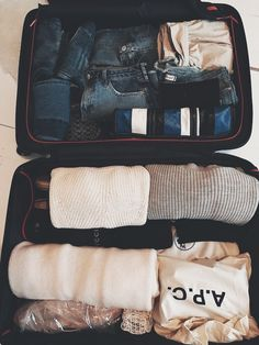 How to pack suitcase, vacation packing, travel packing, packing clothes, tr Suitcase Packing Tips, Carry On Packing, Carry On Suitcase, Vacation Packing, Packing Tips For Travel, Travel Essentials, Packing Lists, Travel Outfit Summer, Travel Outfits