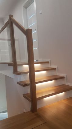 Easy to copy stairwell lighting, railings, and branding decor. Over twenty easy to copy starirwell lighting, railings, and branding decor ideas. Staircase Handrail, Wooden Staircases, Modern Staircase, Stair Railing, Home Stairs Design, Interior Stairs, Modern House Design, Home Interior Design, Decoration Hall