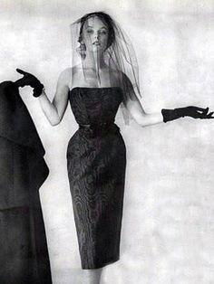 Ciao Bellissima - Vintage Glam; Model wearing Cristobal Balenciaga, 1950s
