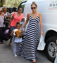 Jennifer Lopez & Casper Smart: Miami Arrival with Max & Emme!: Photo Jennifer Lopez holds hands with her cutie pie daughter Emme as they arrive at their hotel on Thursday (August in Miami, Fla. J Lo Fashion, Cool Street Fashion, Holiday Fashion, Star Fashion, Street Style, Holiday Style, Cute Maxi Dress, Striped Maxi Dresses, Celebrity Moms