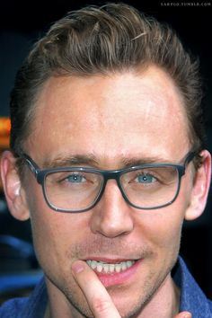"""Tom Hiddleston arriving at """"The Late Show With Stephen Colbert,"""" NYC, 10/16/15. /Edit by Larygo, Tumblr http://larygo.tumblr.com/post/131889354566/tom-hiddleston-arriving-at-the-late-show-with"""