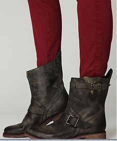 Cool color of the boots w/ red skinny jeans