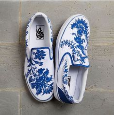 These hand-painted shoes are made to order for each customer. I buy standard white slip-on Vans from You will not be lost with this shoes 😊😁 Vans Customisées, Tenis Vans, Vans Men, Red Vans, Adidas Shoes, Dream Shoes, Crazy Shoes, Me Too Shoes, Guess Shoes