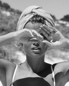 Do's and Don'ts for Aging Gracefully at the Beach Bist du nicht fröhlich an einem alternden Strand? Portrait Photography, Fashion Photography, Vintage Beach Photography, Happy Photography, Photography Magazine, People Photography, Image Photography, Lifestyle Photography, Photography Ideas