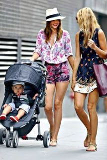 Miranda Kerr media gallery on Coolspotters. See photos, videos, and links of Miranda Kerr. Kate Bosworth, Miranda Kerr Street Style, Star Wars Outfit, Celebrity Summer Style, Estelle Lefébure, Fashion Mode, Daily Fashion, Heidi Klum, Mode Inspiration