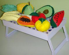 """KIT DE FRUTAS SAÚDE- FRUTAS coloridas <br> o valor equivale para um kit de 08 unidades de frutas(tamanho"""" in natura"""")(podem ser trocadas , adicionar ou remorver- consulte. <br> <br>papaya,laranja,melancia, abacate,pera,banana,abacaxi,maça <br>COLORIDAS,CONFECCIONADAS EM FELTRO. <br>O KIT CONTEM 08 FRUTAS NOS TAMANHOS ENTRE 10 A 20 CM - ENCHIMENTO DE FIBRA SILICONA.COM FOLHAS E SEMENTE. <br>01 FATIA DE MELANCIA <br>01-FATIA DE MÃO PAPAYA <br>01-FATIA DE ABACATE <br>01-PERA <br>01-MAÇÃ <br>01…"""
