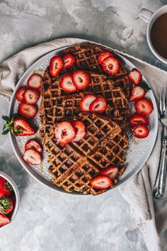 Healthy Oatmeal Banana Waffles (Gluten Free) ready in 10 minutes! Perfect for a healthy breakfast, brunch, snack or treat! #healthybreakfasts