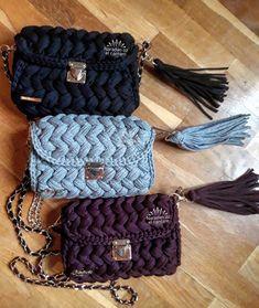 This Pin was discovered by Zey Crochet Clutch, Crochet Handbags, Crochet Purses, Crotchet Bags, Knitted Bags, Crochet T Shirts, Crochet Elephant, Fabric Yarn, Crochet Art