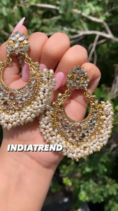 Kundan Jewellery Set, Fancy Jewellery, Jewelry Design Earrings, Gold Earrings Designs, Girls Earrings, Stylish Jewelry, Fashion Jewelry, Pakistani Jewelry, Indian Wedding Jewelry