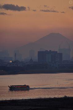 Sunset over Mount Fuji from Haneda Airport, Tokyo © Alfie Goodrich