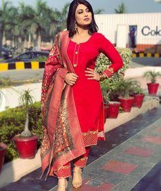 Simple Indian Suits, Punjabi Suit Simple, Salwar Suits Simple, Women Salwar Suit, Latest Punjabi Suits, Punjabi Suits Party Wear, Punjabi Suits Designer Boutique, Indian Designer Suits, Boutique Suits