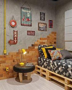 """1,326 curtidas, 16 comentários - DIY Home (@diyhomebr) no Instagram: """"Quarto de solteiro super descolado, com cama de pallets, parede de cimento queimado e tijolinhos,…"""""""