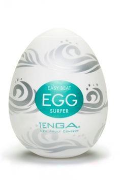 Avec le masturbateur Surfer, laissez vous emporter par une vague de plaisir.  La texture interne du Tenga Egg Surfer est constituée de grosses vagues et de nodules en forme de gouttes. Ce relief tourmenté, à la manière d'une vague en furie procure une stimulation intense et est particulièrement apprécié par les amateurs de sensations fortes.