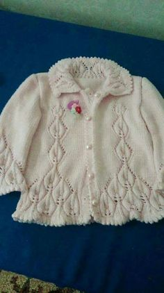 Best 4 How to make a Knitted Kimono Baby Jacket – Free knitting Pattern & tutorial – Sa… – – SkillOfKing.Com - De Hadi Baby Knitting Patterns, Knitting For Kids, Knitting Designs, Knitting Stitches, Baby Patterns, Free Knitting, Knit Baby Sweaters, Knitted Baby Clothes, Knitted Baby Cardigan