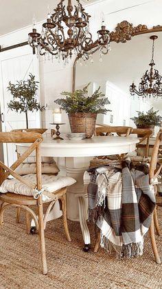 White Kitchen Interior, Interior Design Kitchen, Kitchen Decor, Modern Farmhouse Style, Farmhouse Decor, Farmhouse Ideas, Cozy Living, Furniture Makeover, Living Room Designs